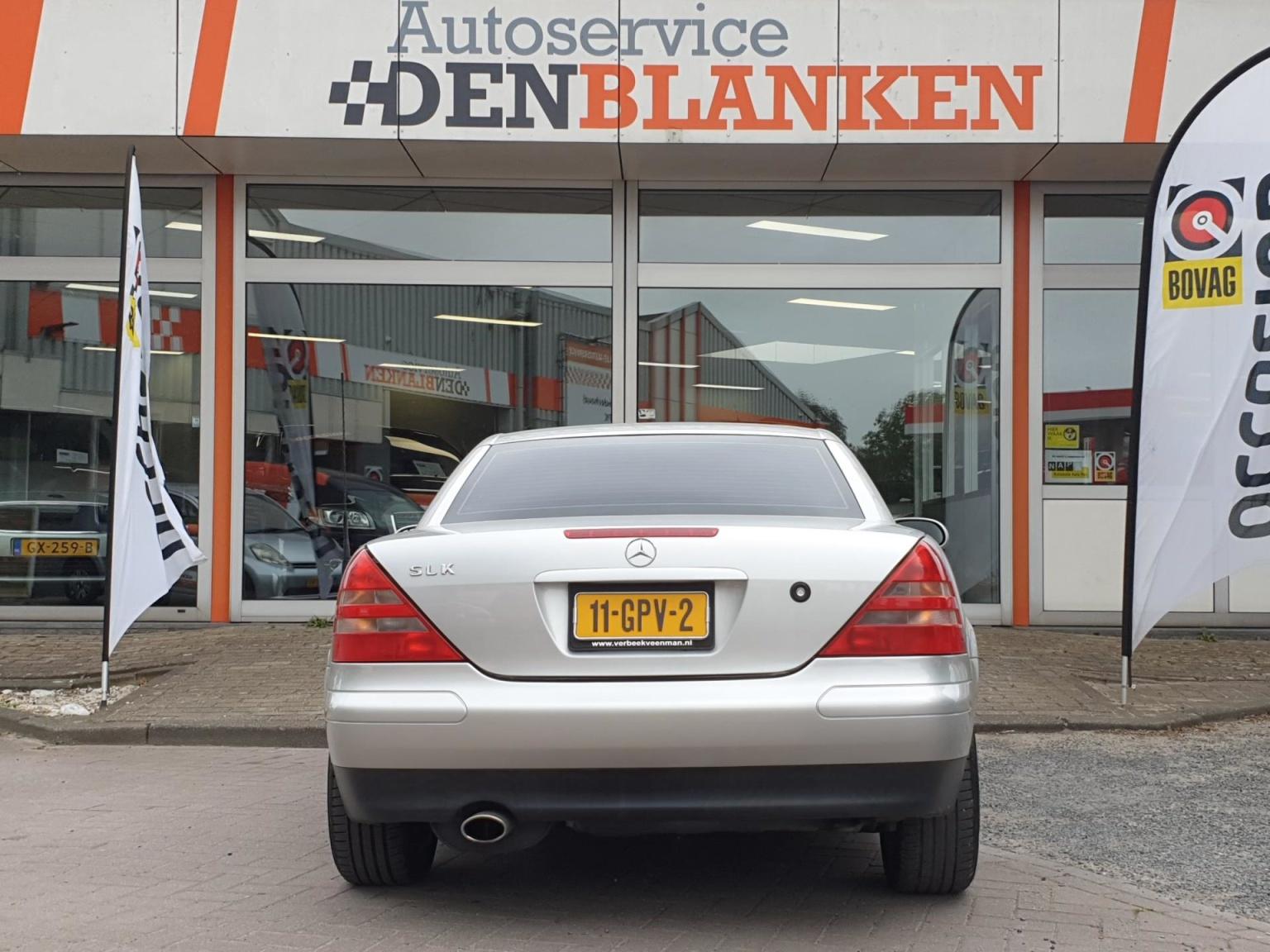 Mercedes-Benz-SLK-5