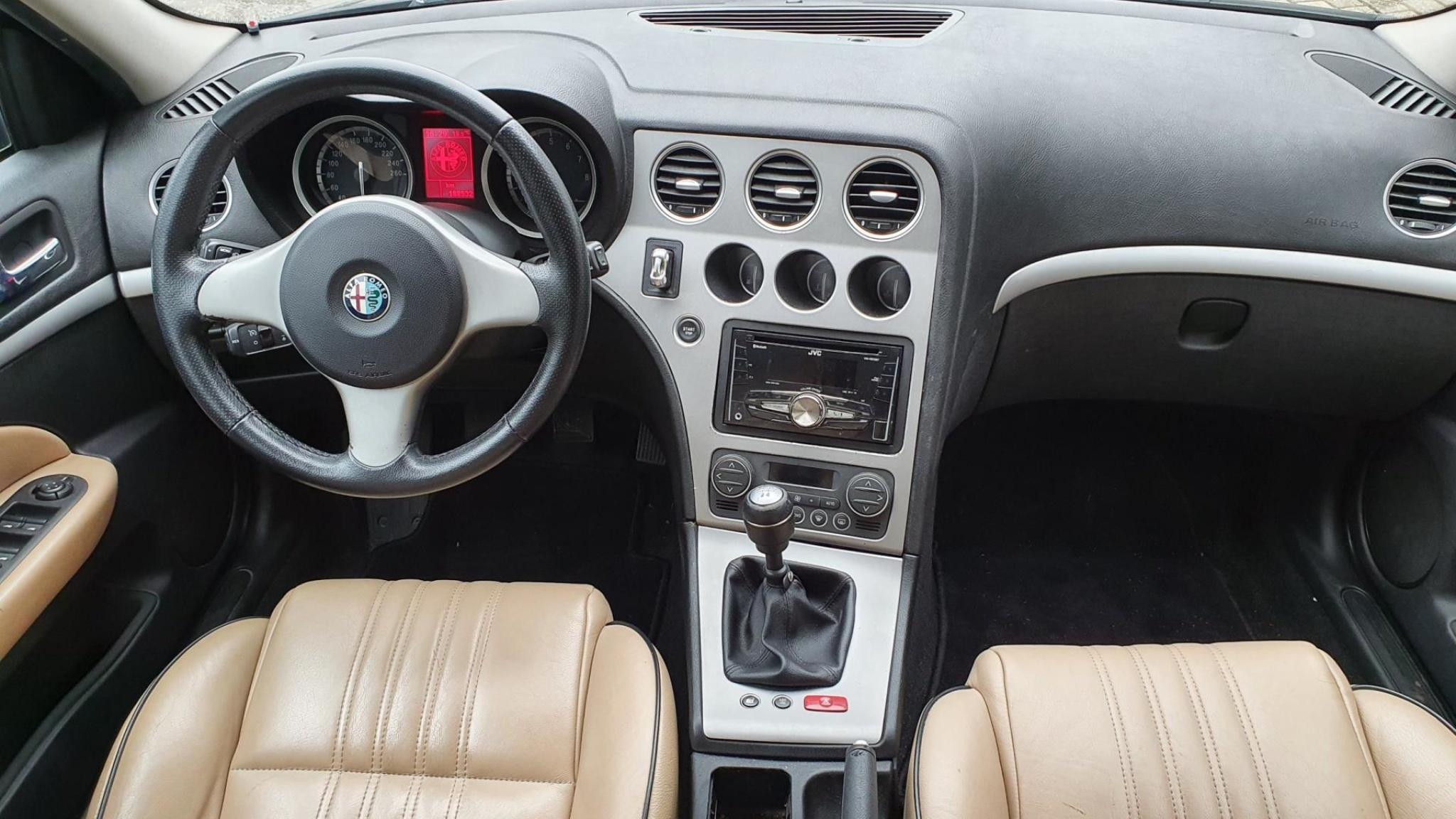 Alfa Romeo-159-3