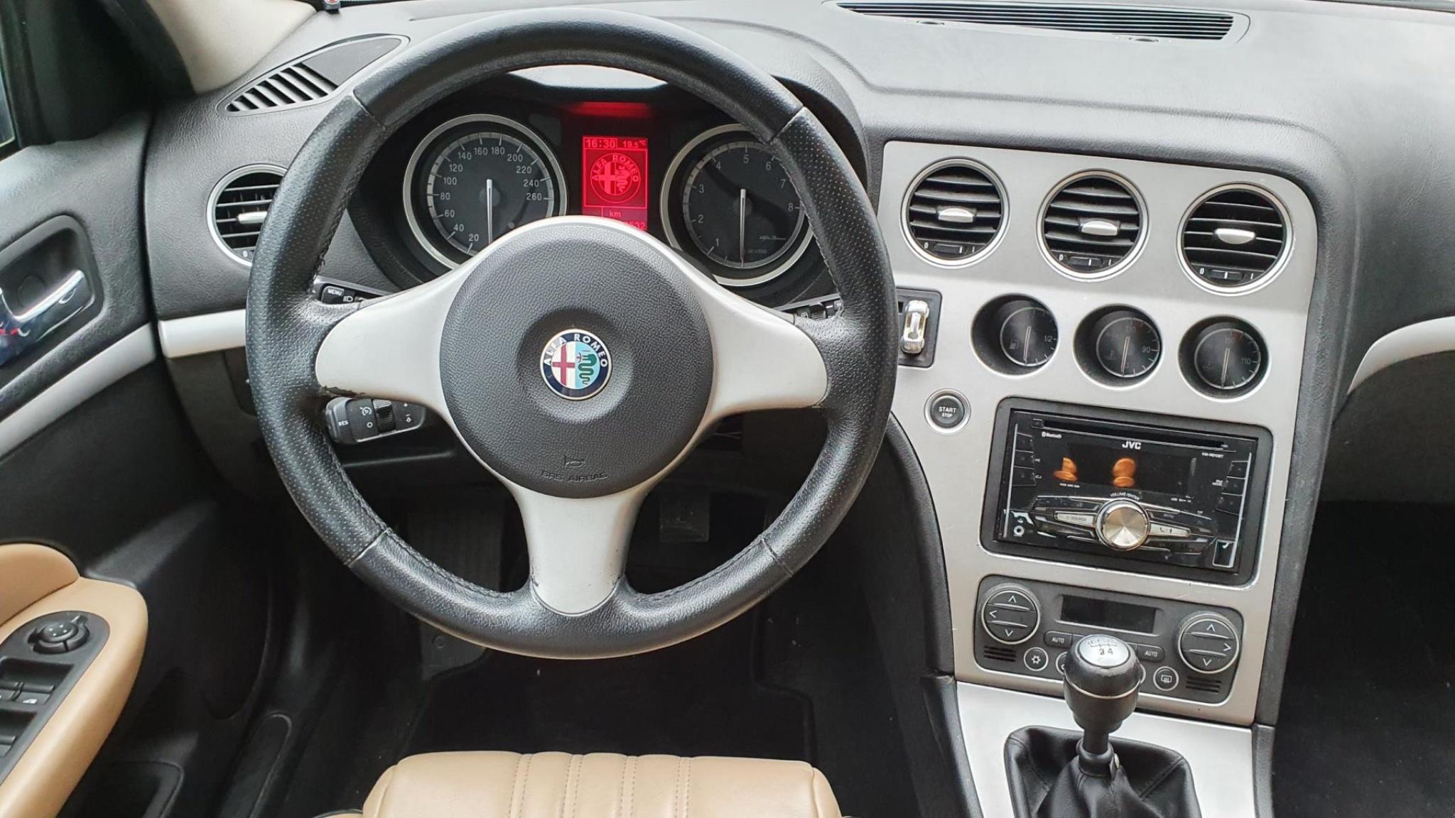 Alfa Romeo-159-24