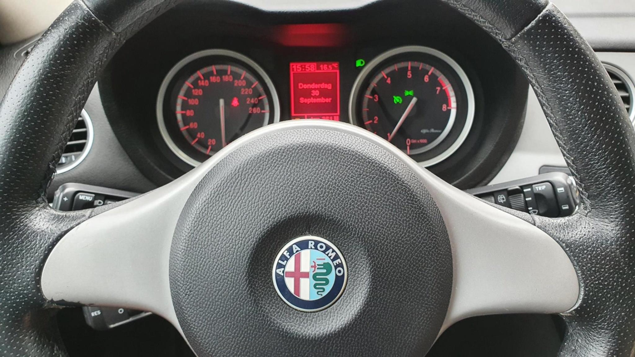 Alfa Romeo-159-17